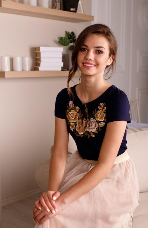 Купити жіночу футболку вишиванку Тіффані (темно синя з золотом) в Україні від Галичанка фото 1