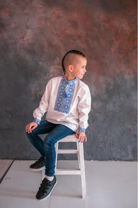Вишиванка для хлопчика Левко бязь (біла з синім)  – купити в УкраїнівідГаличанка фото 1