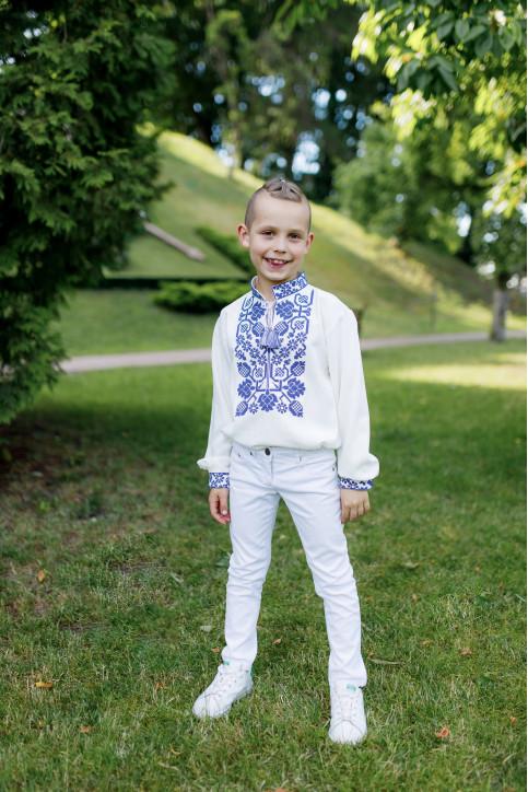 Вишиванка для хлопчика Всеволод (молочна з синім) – купити в УкраїнівідГаличанка фото 1