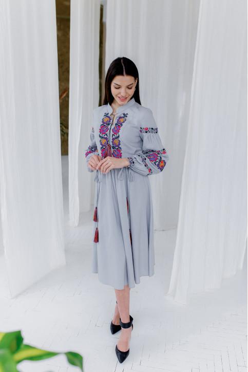 Купити вишиту сукню Весняна мозаіка (сіро-голуба) в Україні від виробника Галичанка фото 1
