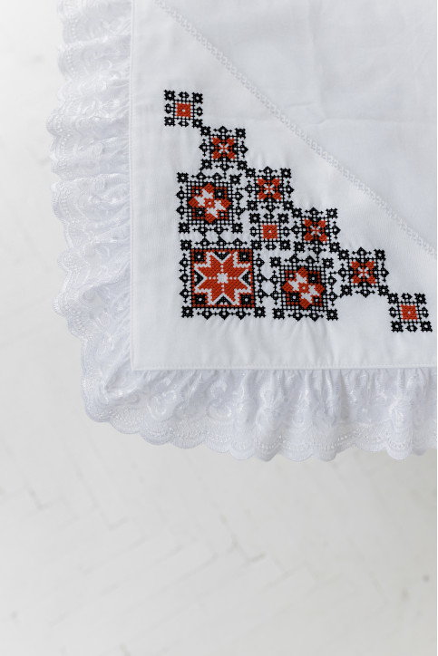 Купити скатертину в українському стилі  Орнамен (біла з червоним) від виробника Галичанка  фото 1