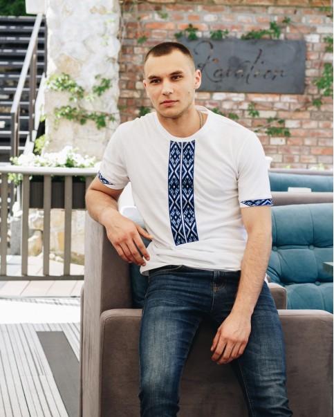 Купити чоловічу футболку вишиванку Фаворит (біла з синім) в Україні від Галичанка фото 1