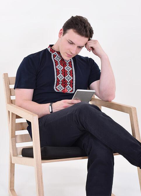 Купити чоловічу футболку вишиванку Криївка (темно синій з червона ) в Україні від Галичанка фото 1