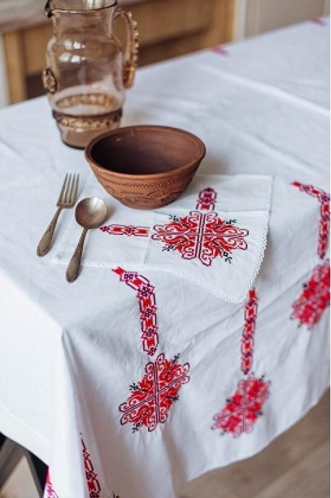Купити скатертину в українському стилі  Злагода 1,45*1,45 (біла з червоним) + серветки від виробника Галичанка  фото 1