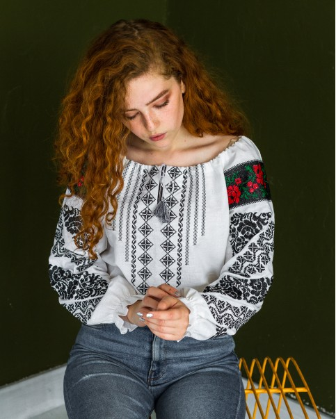 Купити жіночу вишиту сорочку Аничка (біла з чорним)в Україні від Галичанка фото 1
