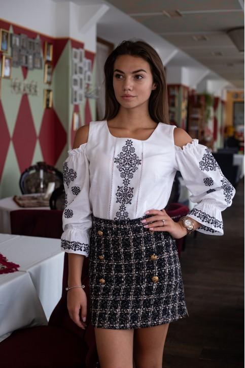 Купити жіночу вишиту сорочку Аура ночі (біла з чорним)в Україні від Галичанка фото 1