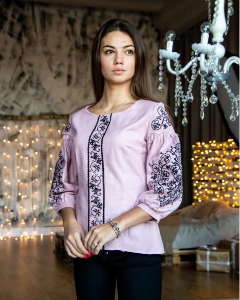 Купити жіночу вишиту сорочку Верховина (рожева з чорним)в Україні від Галичанка фото 1
