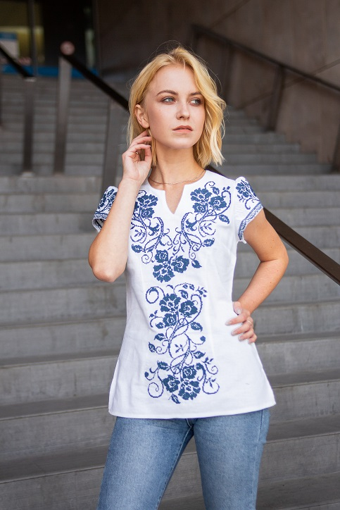 Купити жіночу вишиту сорочку Вишиваночка (біла з темно синім)в Україні від Галичанка фото 1