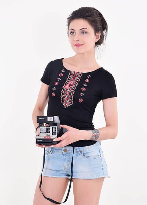 Купити жіночу футболку вишиванку Орнамент (чорна з червоним) в Україні від Галичанка фото 1