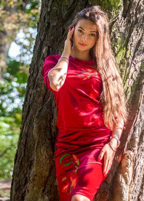 Купити жіночий костюм Іванна (вишневий) з вишивкою в Україні від Галичанка фото 1