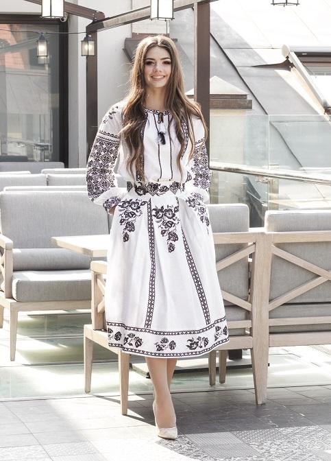 Купити жіночий костюм Неповторність  біла з вишивкою в Україні від Галичанка фото 1