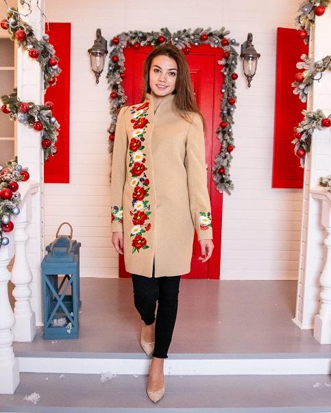 Купити пальто з вишивкою Барвисті сни (бежеве)в Україні від Галичанка фото 1