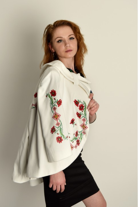 Купити жіночий жакет з вишивкою Квіткові чари (біле) в Україні від Галичанка фото 1