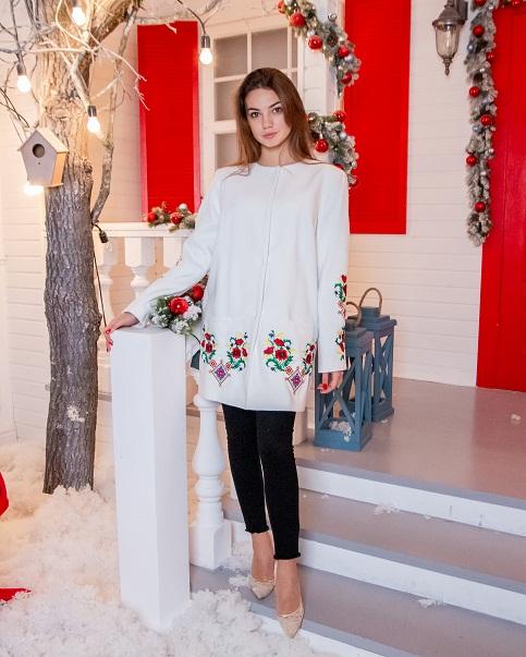 Купити пальто з вишивкою Мелодія літа (біле)в Україні від Галичанка фото 1