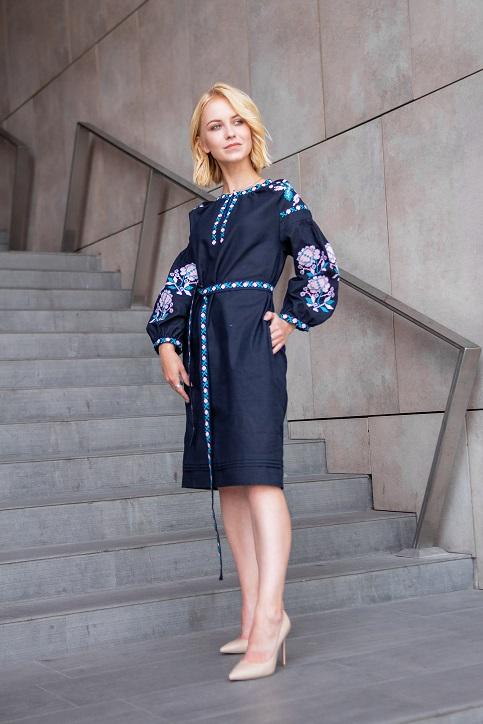 Купити вишиту сукню Цвіт троянди (синя) в Україні від виробника Галичанка фото 1