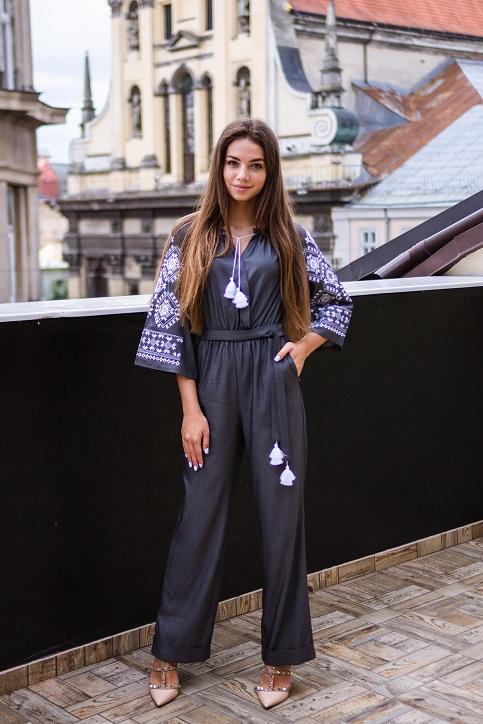 Купити жіночий літній комбінезон Софі (сірий) з вишивкою в Україні від Галичанка фото 1