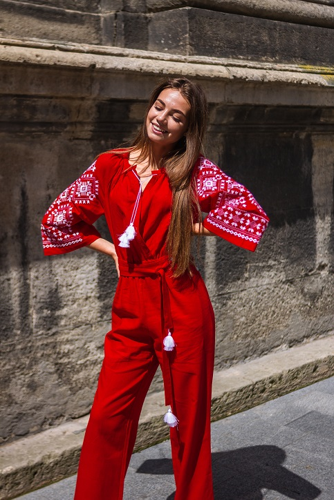Купити жіночий літній комбінезон Софі червоний з вишивкою в Україні від Галичанка фото 1