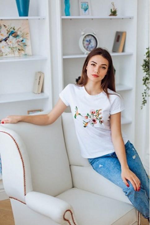 Купити жіночу футболку casual Колібрі (біла) в Україні від Галичанка фото 1