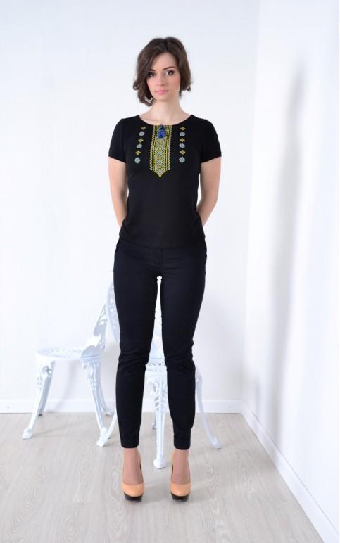 Купити жіночу футболку вишиванку Орнамент (чорна з синьо-жовтим) в Україні від Галичанка фото 1