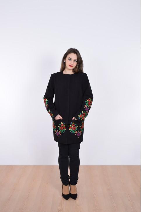 Купити пальто з вишивкою Мелодія літа (чорне)в Україні від Галичанка фото 1