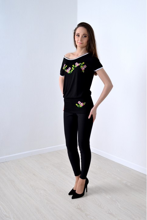 Купити жіночу туніку з вишивкою Сливовий цвіт (чорний) в Україні від Галичанка фото 1